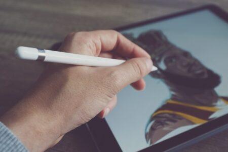 ペンタブでイラストを描く人